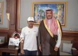 أمير منطقة المدينة المنورة يستقبل الرحالة السعودي البارقي